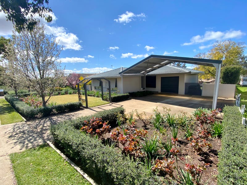 12 Back Creek Road, Young, NSW 2594