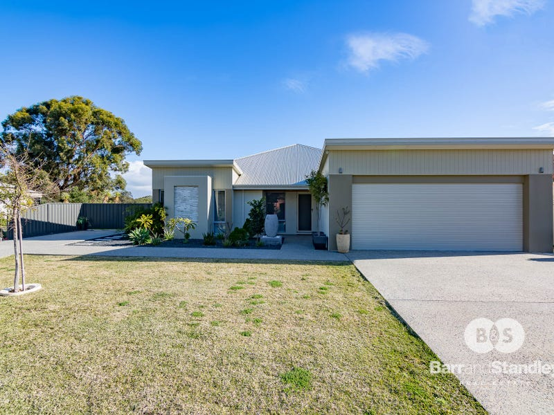22 Gleneagles Way, Pelican Point