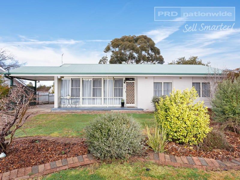 2 Cook Street, Kooringal, NSW 2650
