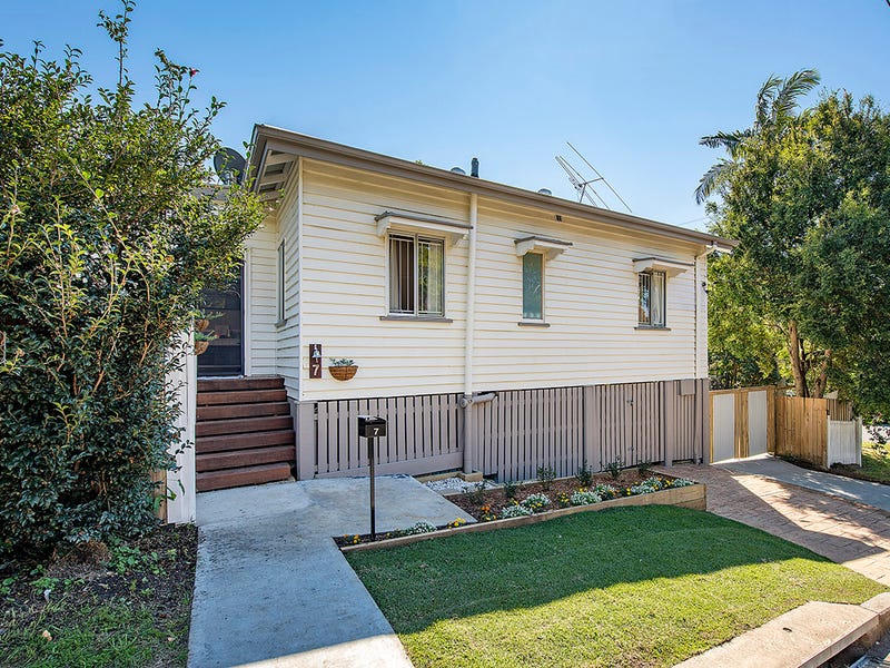 7 Gower Street, Holland Park West, Qld 4121