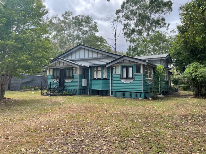 34 Middle St, Esk, Qld 4312