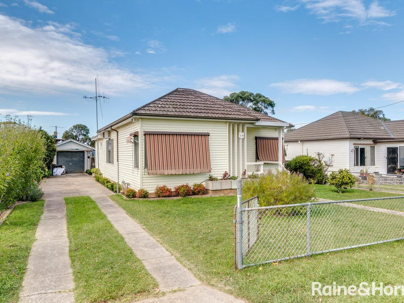 15 Gray Avenue, Goulburn, NSW 2580
