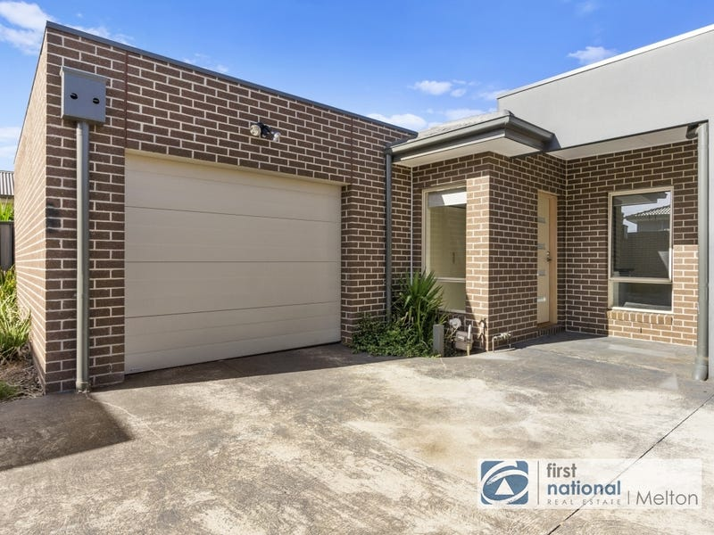 2/25 Staughton Street, Melton South, Vic 3338
