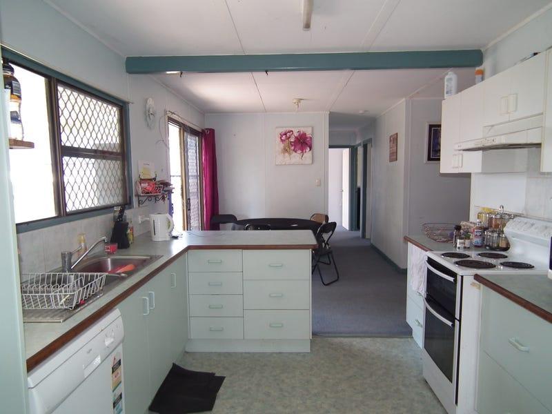 22 Bruce St, Torquay, Qld 4655