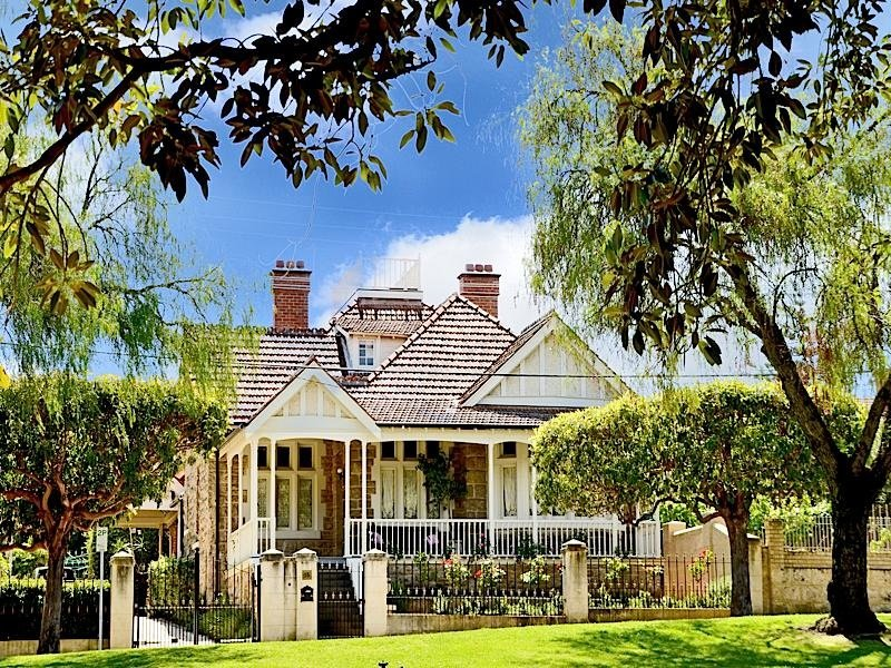'Wedderburn' 15 Throssell Street Hyde Park, Perth, WA 6000