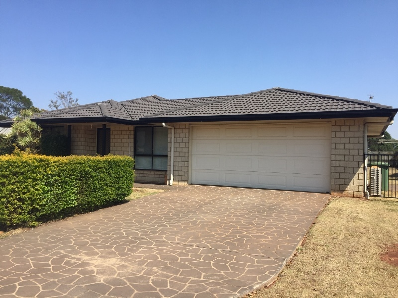12 Rogers Drive, Highfields, Qld 4352