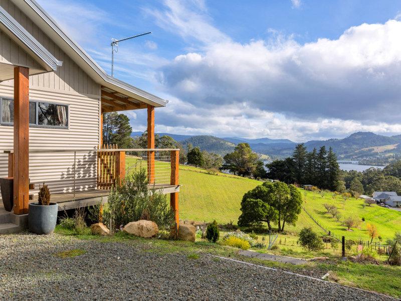 14 Cawthorns Road, Wattle Grove, Tas 7109