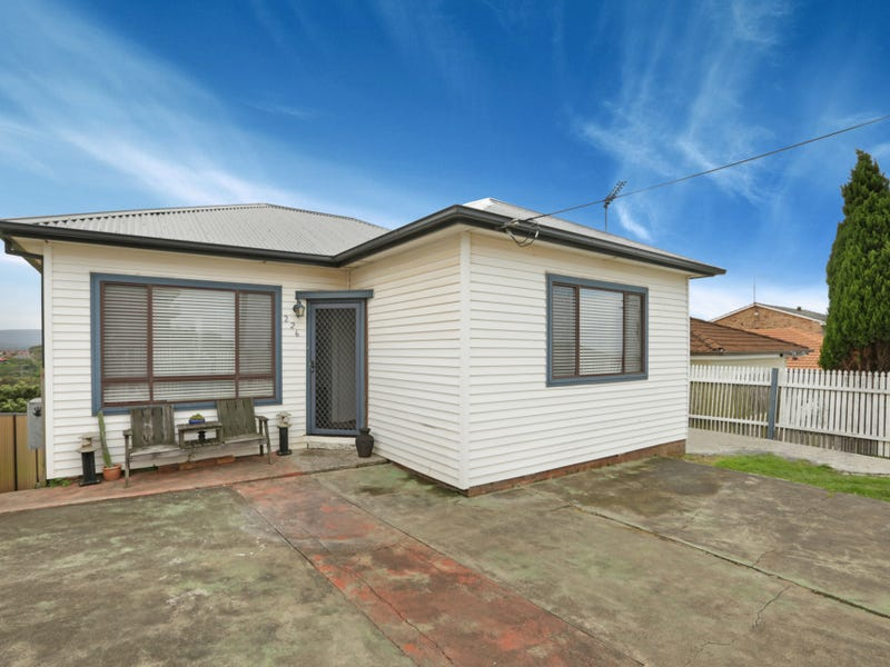 226 Flagstaff Road, Lake Heights, NSW 2502