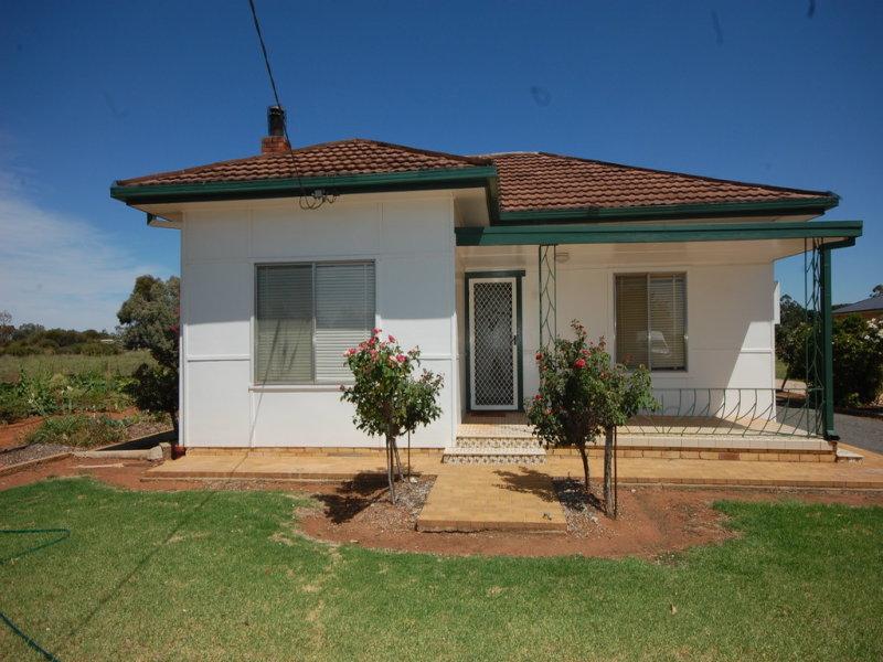 2402 Golf Course Road, Yenda, NSW 2681