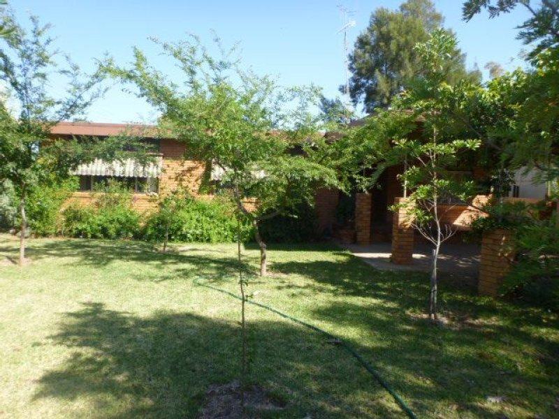 33 Hoskins Street, Nyngan, NSW 2825