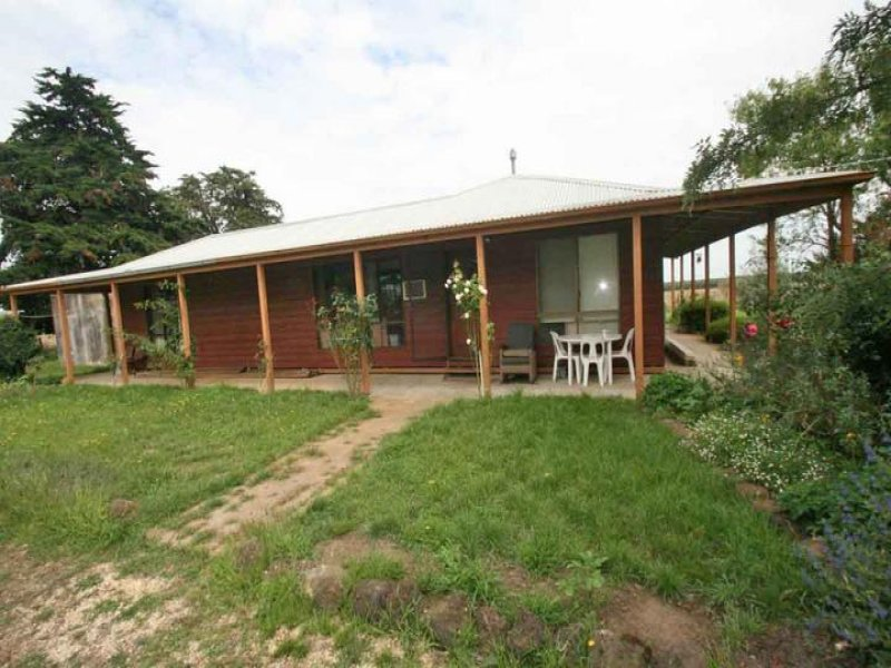 1586 Carnham Rd, Mena Park, Vic 3373