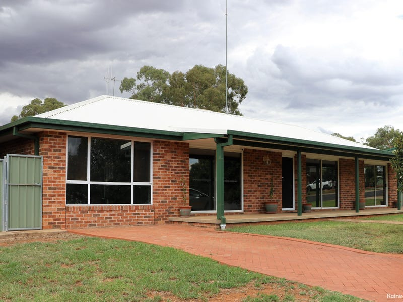 2 BANJO PLACE, Parkes, NSW 2870