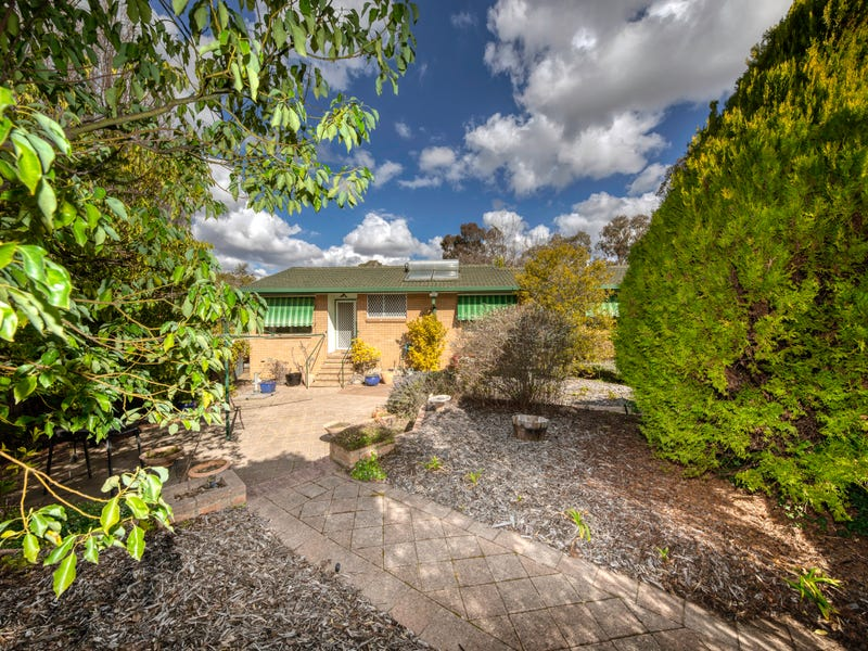 16 McLean Place, Curtin, ACT 2605