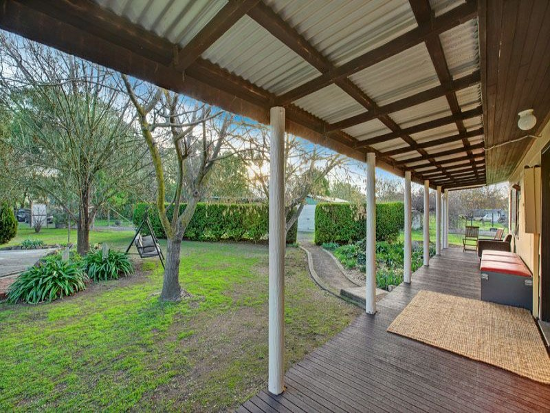8 MUTTON STREET, Avenel, Vic 3664