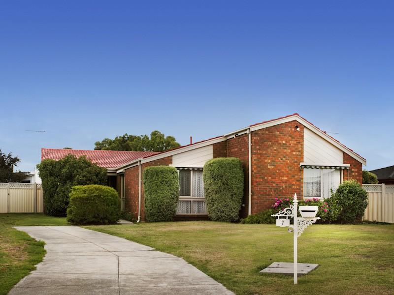 7 Little Court, Melton West, Vic 3337