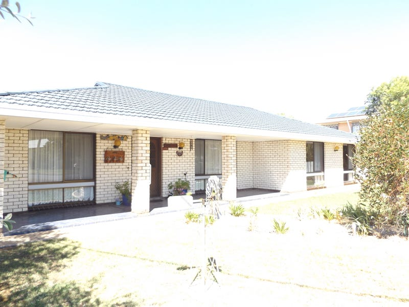 38 Armstrong Street, Boort