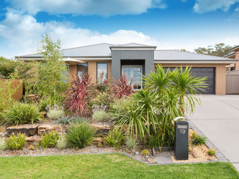 19 Brindabella Drive, Tatton, NSW 2650