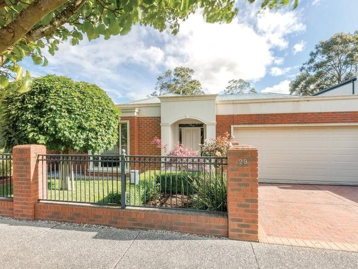 29 St Michaels Place, Lake Gardens, Vic 3355