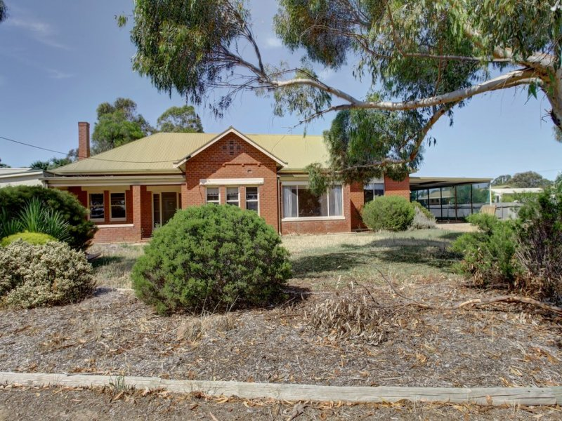 9 Tumby Bay Road, Cummins, SA 5631