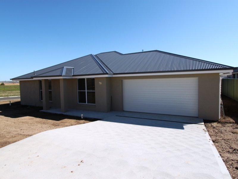 70 Freeman Circuit, Bathurst, NSW 2795