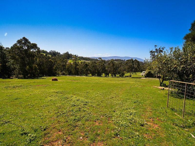 86 Holden Road, Wandin East, Vic 3139