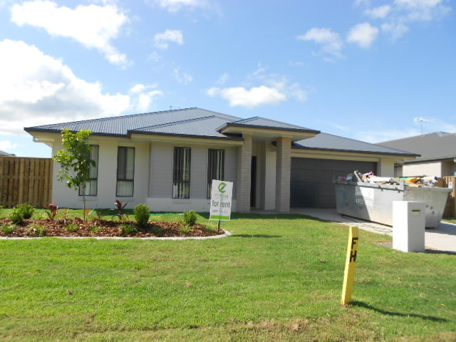 8  Spritsail Cres, Cannonvale, Qld 4802