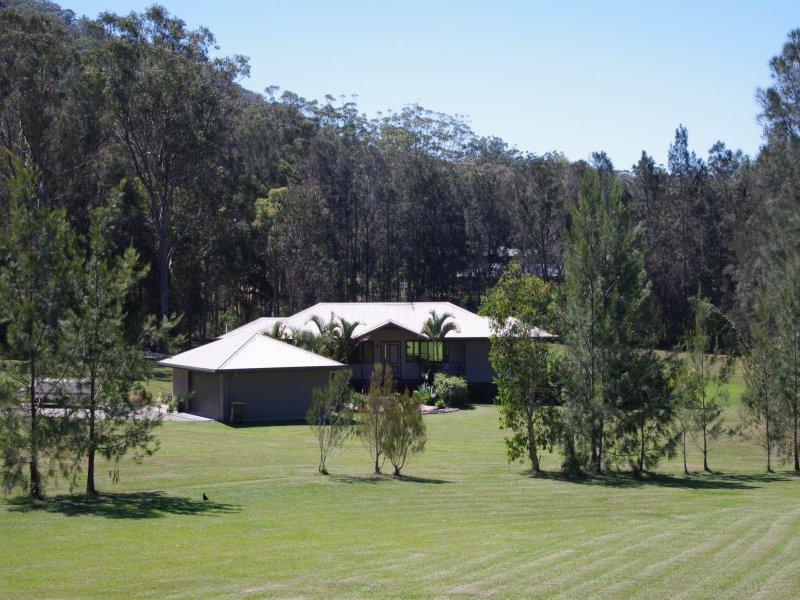 16 Neville Morton Drive, Crescent Head, NSW 2440