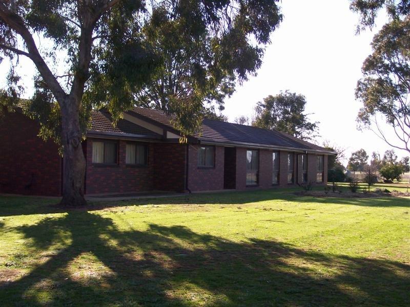 55 Oaklands Rd, Berrigan, NSW 2712