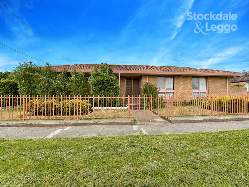 19 North Circular Road, Gladstone Park, Vic 3043