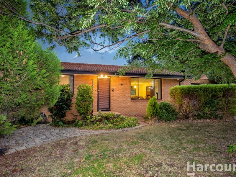 8 Mccarthy Place, Charnwood, ACT 2615