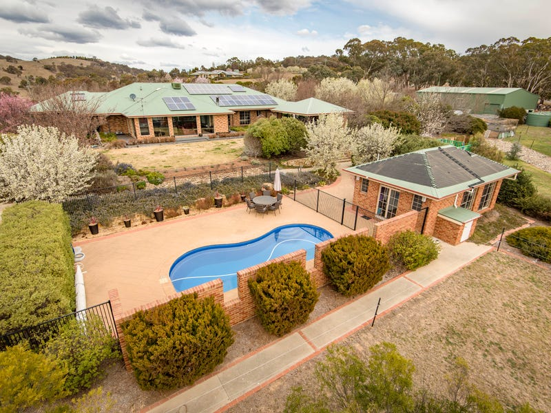 11 Valley Drive, Royalla, NSW 2620