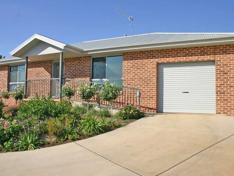 Unit 4,6 Banksia Place, Junee, NSW 2663