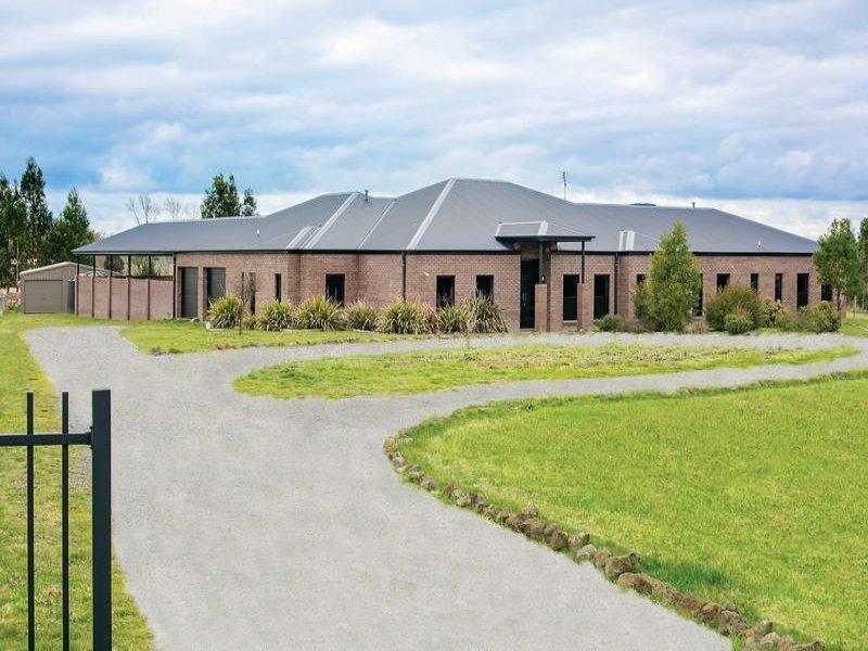 6 Leonie Court, Cardigan Village, Vic 3352