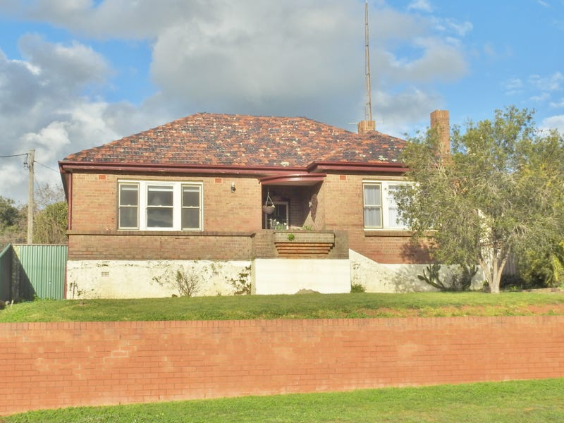 10 MAIN STREET, Young, NSW 2594