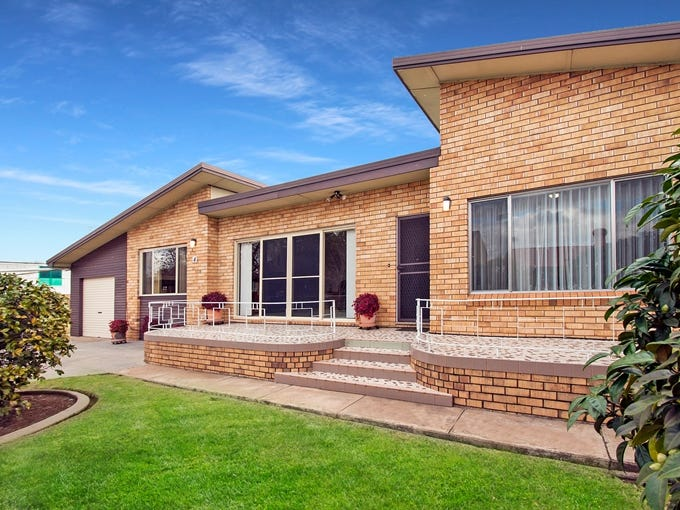 4 McKenzie Place, Griffith, NSW 2680