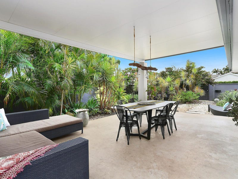 1 Tekapo Street, Broadbeach Waters