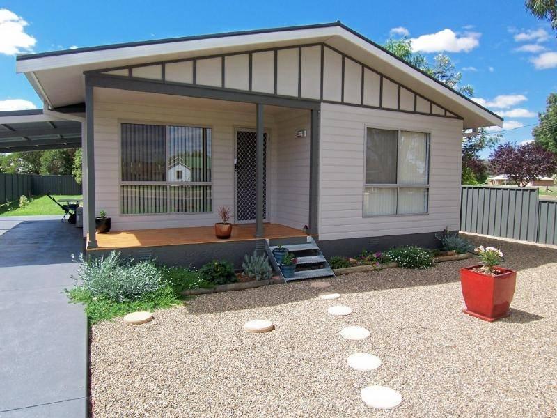 2 JUBILEE AVENUE, Cootamundra, NSW 2590