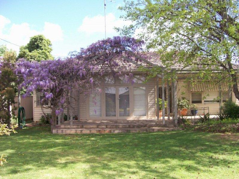 33 COBRAM ST, Berrigan, NSW 2712