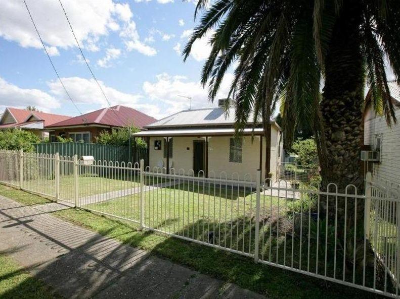 4 Kildare Street, Turvey Park, NSW 2650