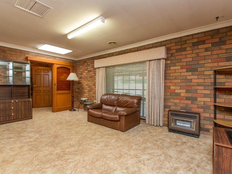 68 Huthwaite Street, Mount Austin, NSW 2650