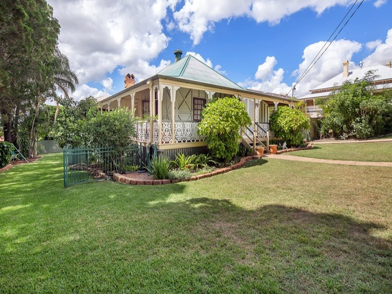 70 Chermside Road, Newtown, Qld 4305