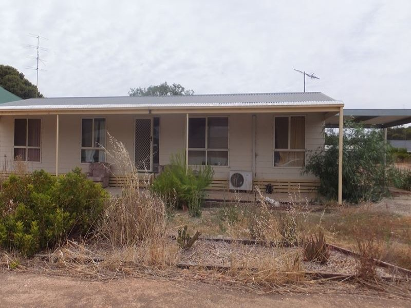 38 Fourth St, Snowtown, SA 5520