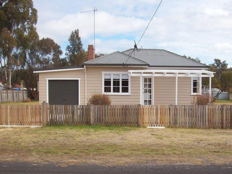 17 Church Street, Gilgai, NSW 2360