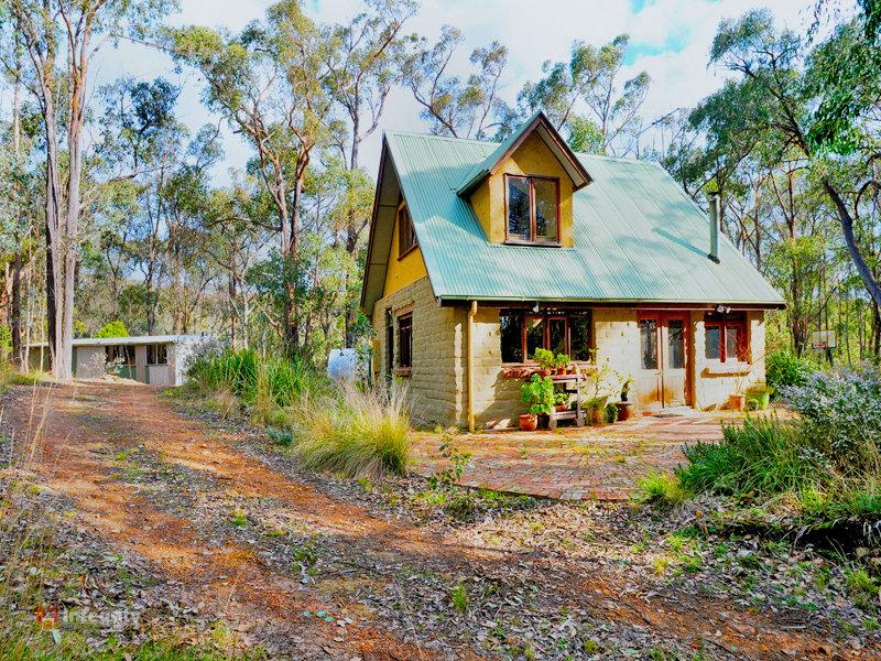 66 McKinnon Terrace, Christmas Hills, Vic 3775