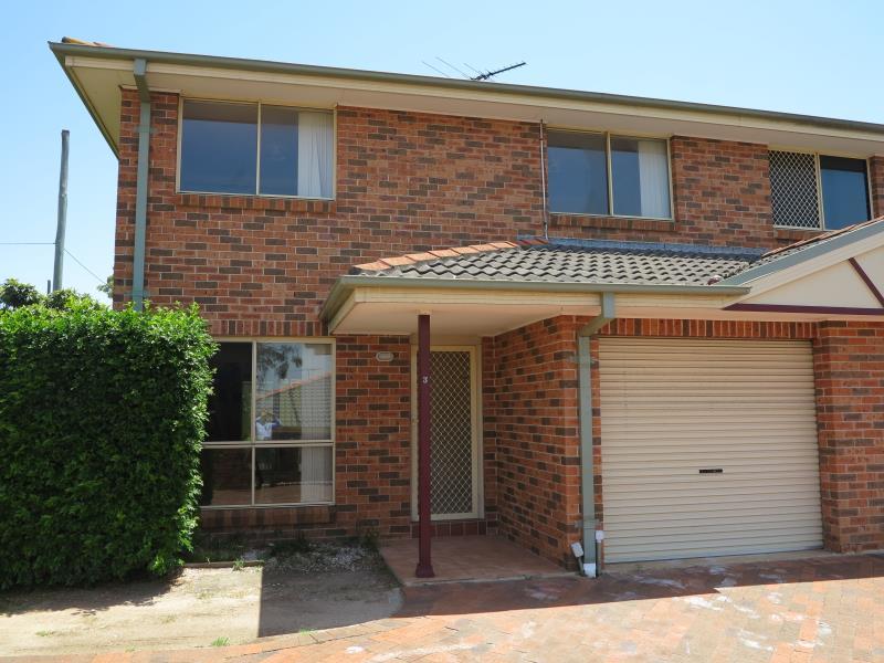 3/130 GLENFIELD RD, Glenfield, NSW 2167