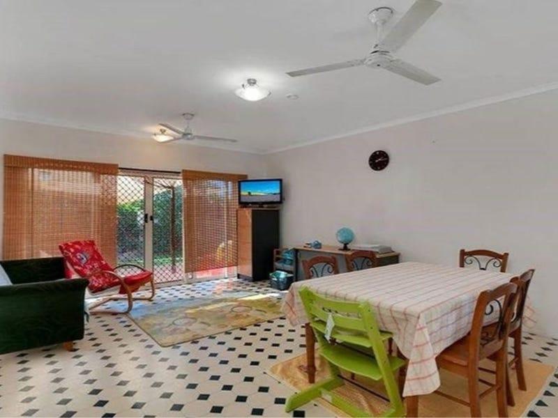 16 Silky Oak Court, Mooroobool, Qld 4870