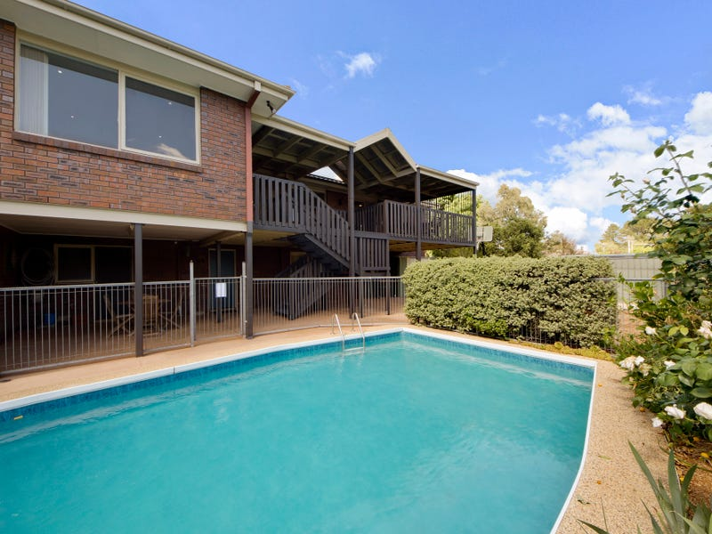 2 Solomon Crescent, Latham, ACT 2615