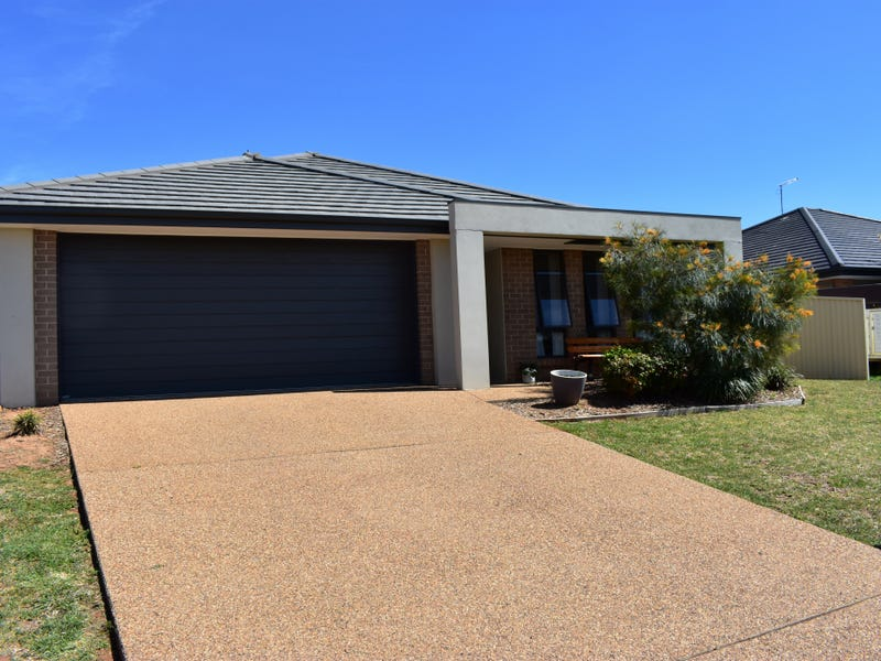 22 Blaxland Street, Parkes, NSW 2870