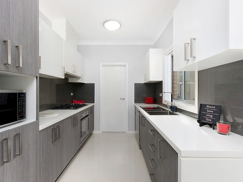 8/31 Hillcrest Road, Quakers Hill, NSW 2763