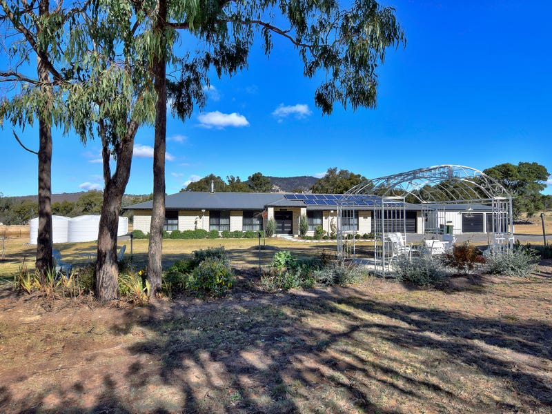 27 Holleys Road, Tenterfield, NSW 2372